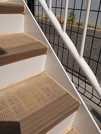 階段鉄骨塗装・シーリング工事施工後